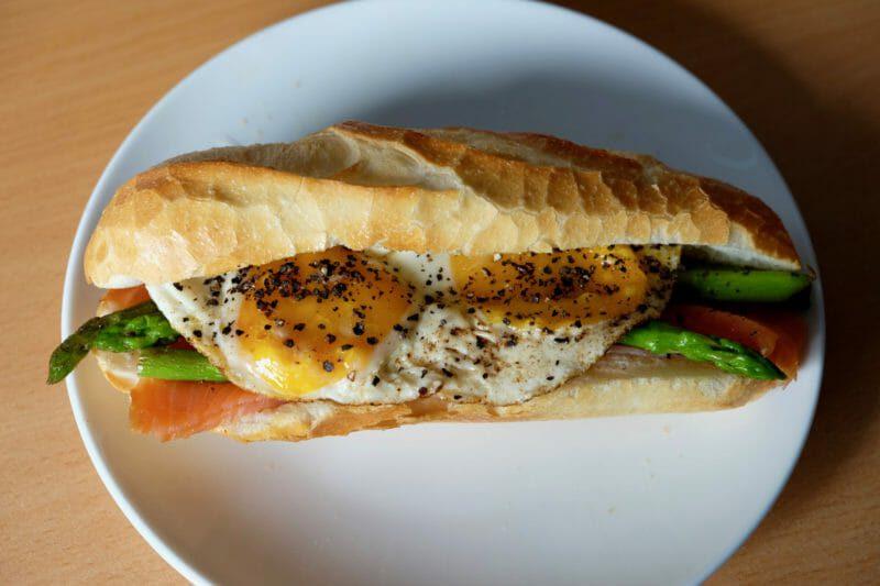 vietnamese-breakfast-sandwich-banh-mi-trung