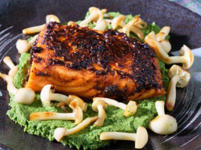 paprika-salmon-spinach-hummus