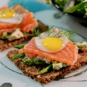 citrus-cured-salmon-asparagus-white-wine-sauce