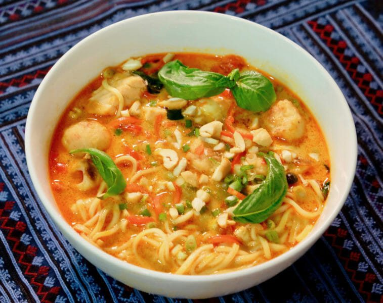 thai-red-curry-noodle-soup