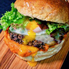 quinoa-veggie-burger-roast-garlic-red-pepper-tomato-relish