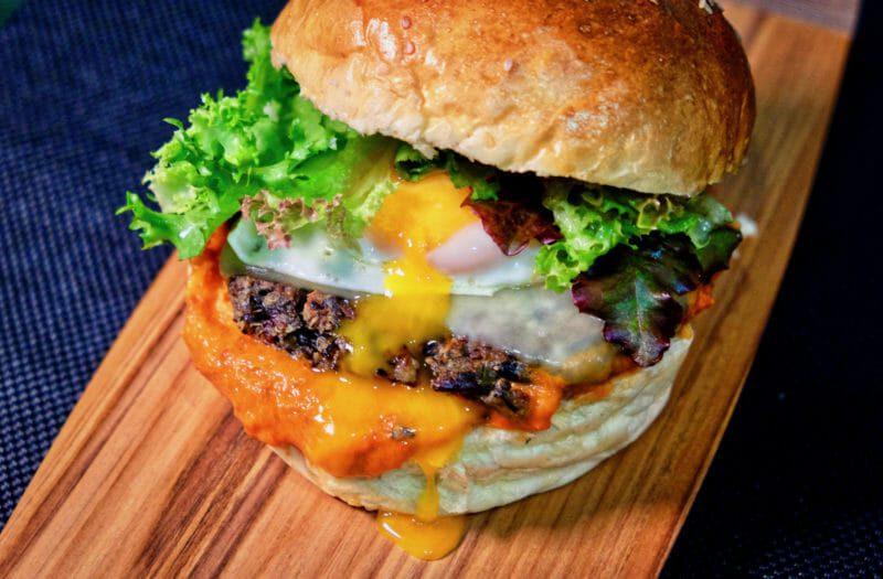 veggie-burger-roast-garlic-red-pepper-tomato-relish